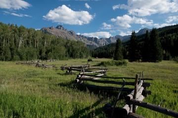 Split Rail Log Fence in Sneffels Range || Colorado