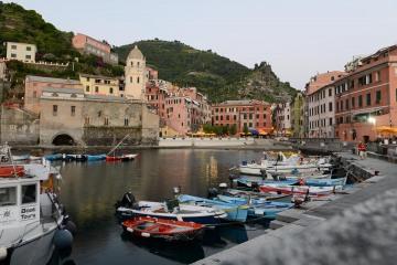 Evening at the Harbor in Vernazza || Cinque Terre