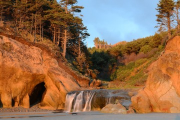 Cave & Waterfall on Beach || Hug Point State Recreation Site, Oregon