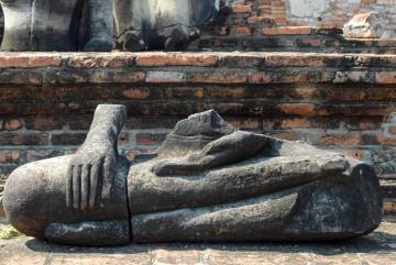Headless Buddha at Wat Mahathat || Ayutthaya