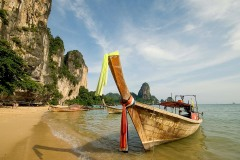 Longtail Taxi Boat on Tonsai Beach || West Railay