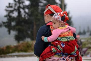 Hmong Mother and Child || Sa Pa