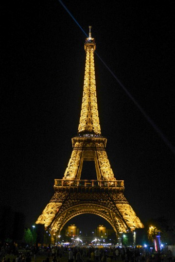 Eiffel Tower at Night || Paris